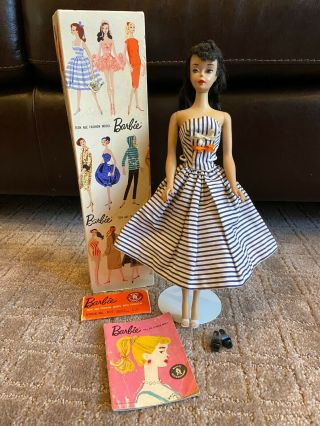 Vintage 1960,  3 Brunette Ponytail Barbie Model 850