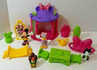 Fisher Price Disney Minnie Magical Bow Sweet Home Garden Picnic Daisy