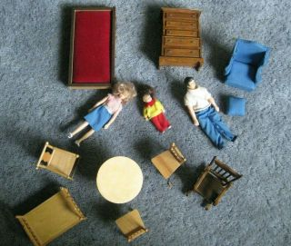 Doll House Furniture/miniatures,  Dolls