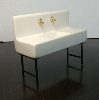 1:12 Dollhouse Miniature Ceramic Farmhouse Kitchen Sink With Brass Color Faucets