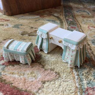 1:12 Dollhouse Miniature Vanity With Stool And Skirt - Wood Painted White