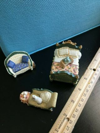 Dollhouse Miniatures - Resin Collectible Set - Small Scale