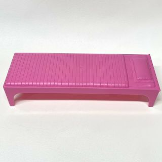 Mattel Barbie 1 - Story Dollhouse Playset Pink Bed Replacement Part Fxg55 - 2079