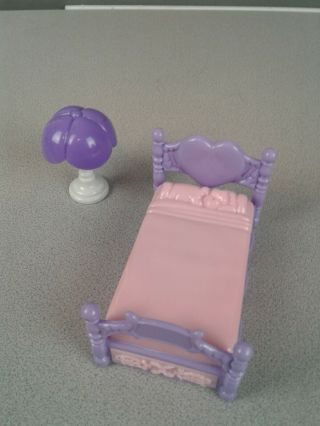 Purple/pink Plastic Dollhouse Furniture Bed And Lamp