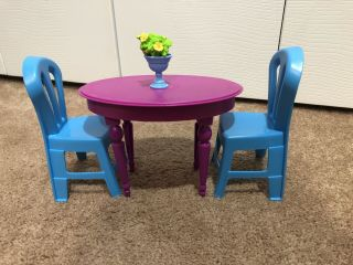 2008 Barbie 3 - Story Dream Townhouse Kitchen Dining Table & 2 Chairs&flower/vase