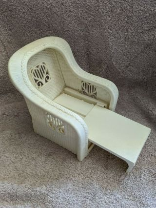 1983 Mattel Barbie White Wicker Chair Pull Out Lounge