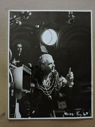 Laurence Olivier By The Camera Candid Production Photo 1948 Hamlet