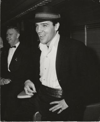 Elvis Presley Dressed Up And Smiling For The Camera Orig Press Photo,  Ca 1960