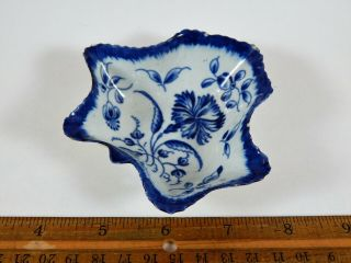 Dr.  Wall First Period Worcester Leaf Shape Pickle Dish Gillyflower Circa 1775