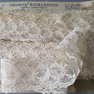 "Bolt Vintage Creamy Lace Openwork Scalloped Ornaments 2.  5 "" W X 12 Yds Dolls"