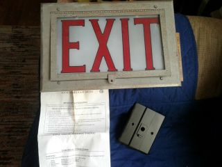 "Very Cool Vintage 10 "" X 15 "" Exit Sign - 2 Lights - Brackets"