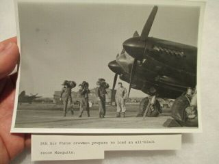 Photo Aaf Prs British Mosquito Being Loaded With Cameras For Mission - L@@k