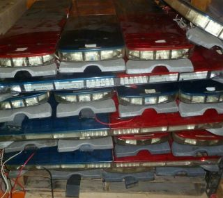 "One Pallet Of 24 Vintage Federal Signal Legend 44 "" Led Lightbar With Feet"