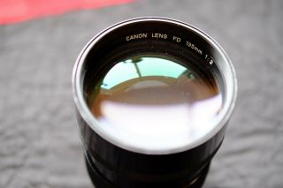 Canon Fd 135mm F/2.  0 Vintage Prime Lens W/ Built - In Hood,  Caps [usa]