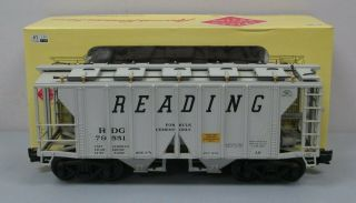 Aristo - Craft 41216 Reading 2 - Bay Covered Hopper 79551 - Plastic Wheels Ex/box