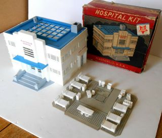 Plasticville Hospital Building With Furniture.  Lionel Compatible 5 - Pic.