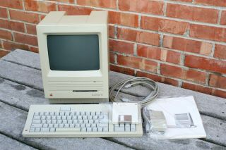 Apple Macintosh Se Computer M5011 W/keyboard Mouse Disks And Manuals