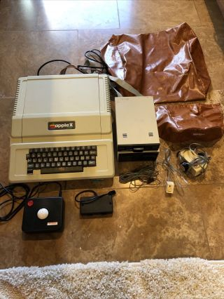 Apple Ii Plus Computer W/ - 5 Floppy Disk Drives -